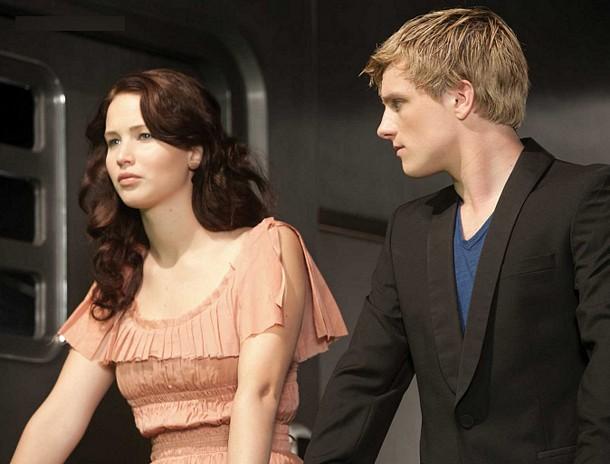 Katniss_peeta_train
